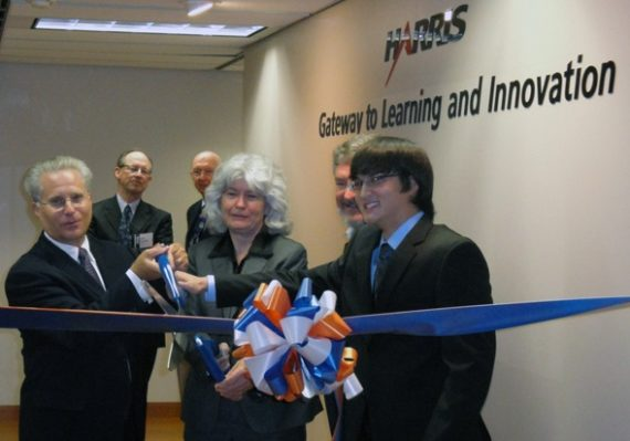 Dean Cammy R. Abernathy cutting the ribbon at the Harris Gateway to Learning and Innovation